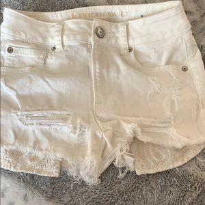 Cute white pocket detailed American Eagle shorts